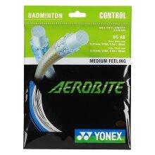 Besaitung mit Yonex Aerobite Hybrid weiss/blau